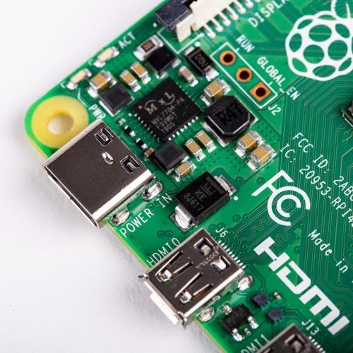 Raspberry Pi 4 modelo B - Broadcom BCM2711 Quad core Cortex-A72 - 4 GB - Wifi - Bluetooth - Gigabit Ethernet - 2 x USB 3.0 - 2 x USB 2.0 - GPIO header 40-pin - 2 x HDMI - DSI - CSI - MicroSD - PoE